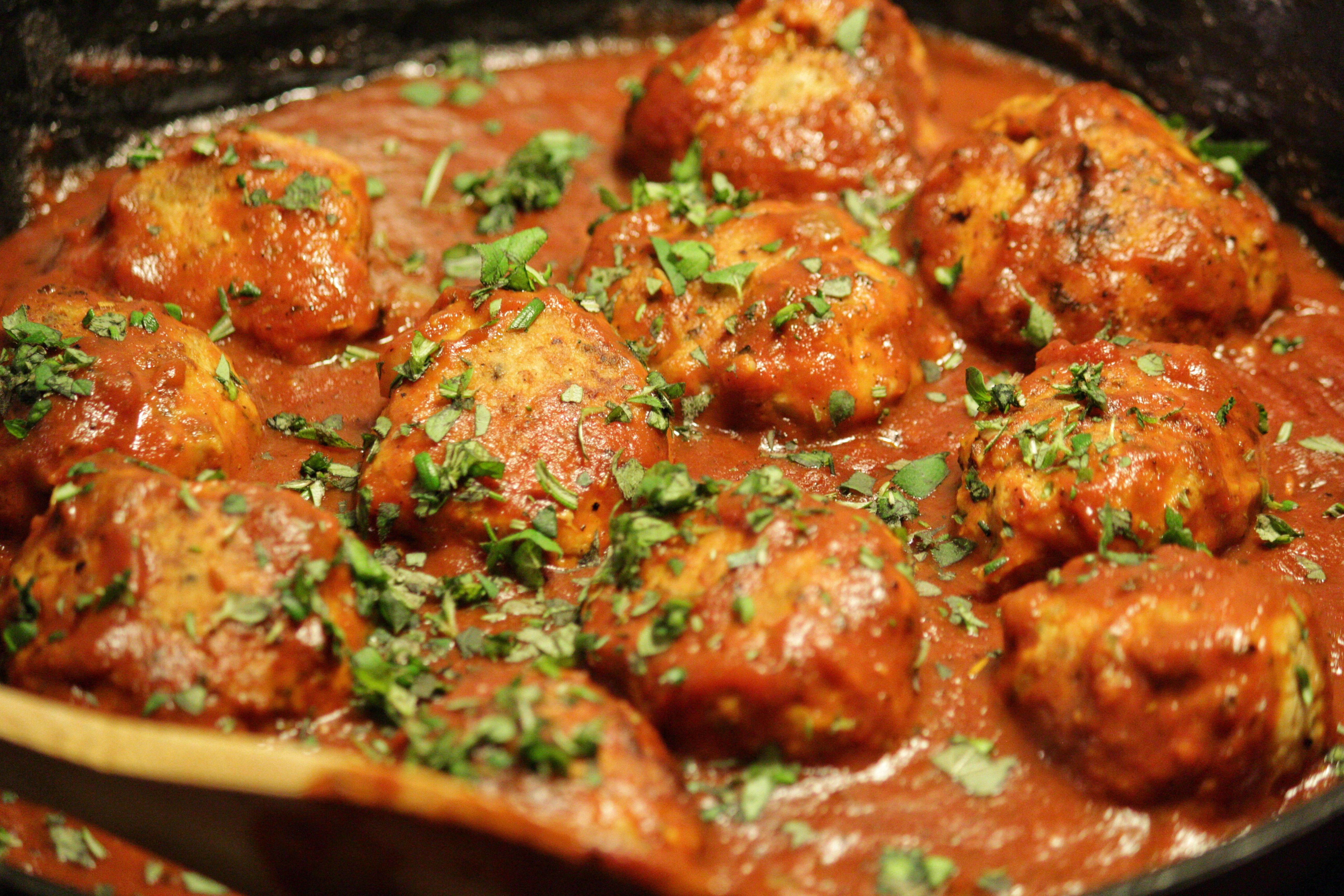 kycklingköttbullar i tomatsås